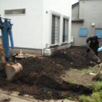【施工中】南側庭~まず重機で土を起こし、平らにします~